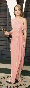 Brie-Larson Oscar 2016 rózsaszín